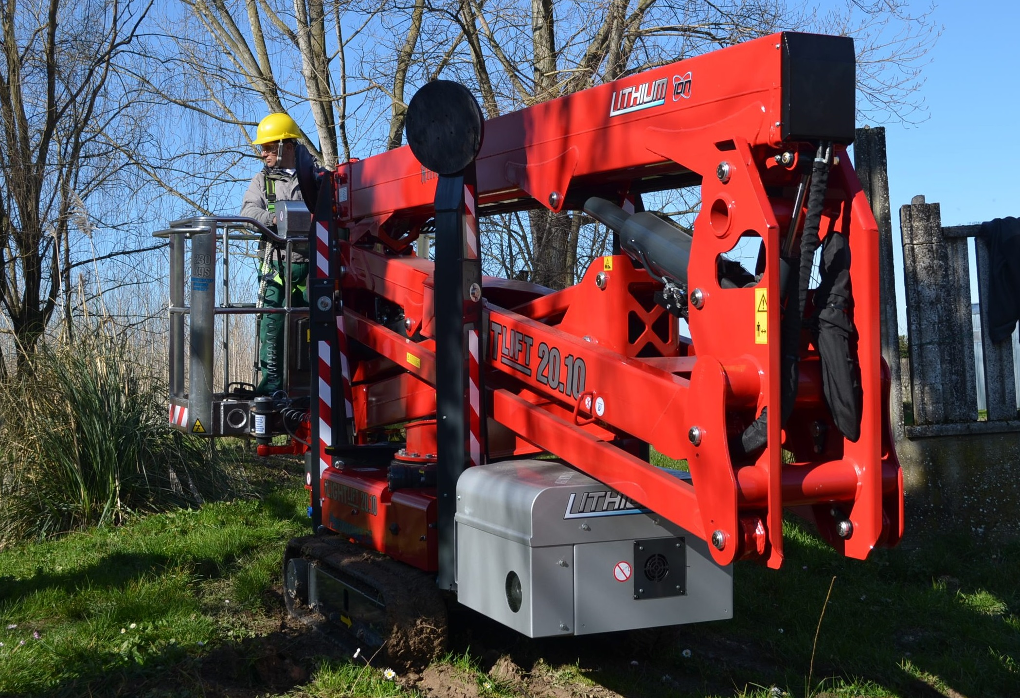Compact Lithium Hinowa Boom Allows for Work In Churches & Abbeys