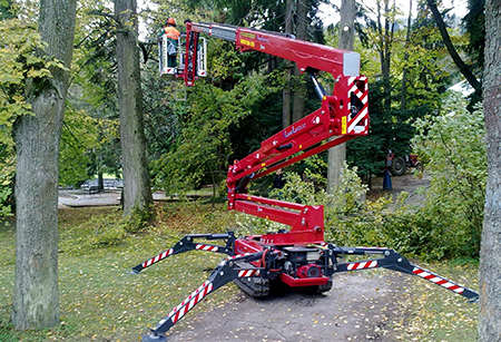 Compact Hinowa spider lift helps conservationists on National Trust site