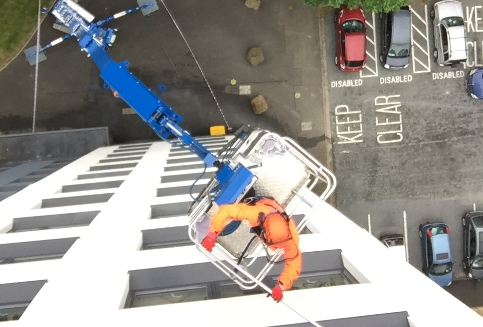 42m Omme Lift Provides Low Ground Pressure For High-Level Cleaning