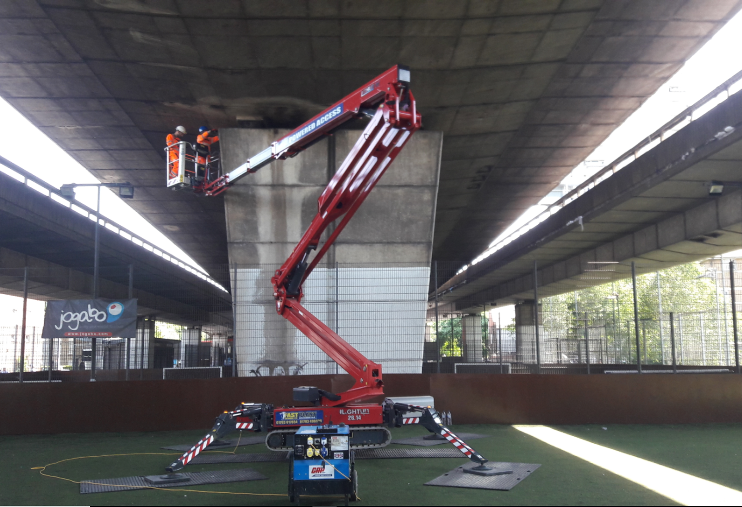Low ground pressure tracked spiders & booms assist with inspection of London flyover