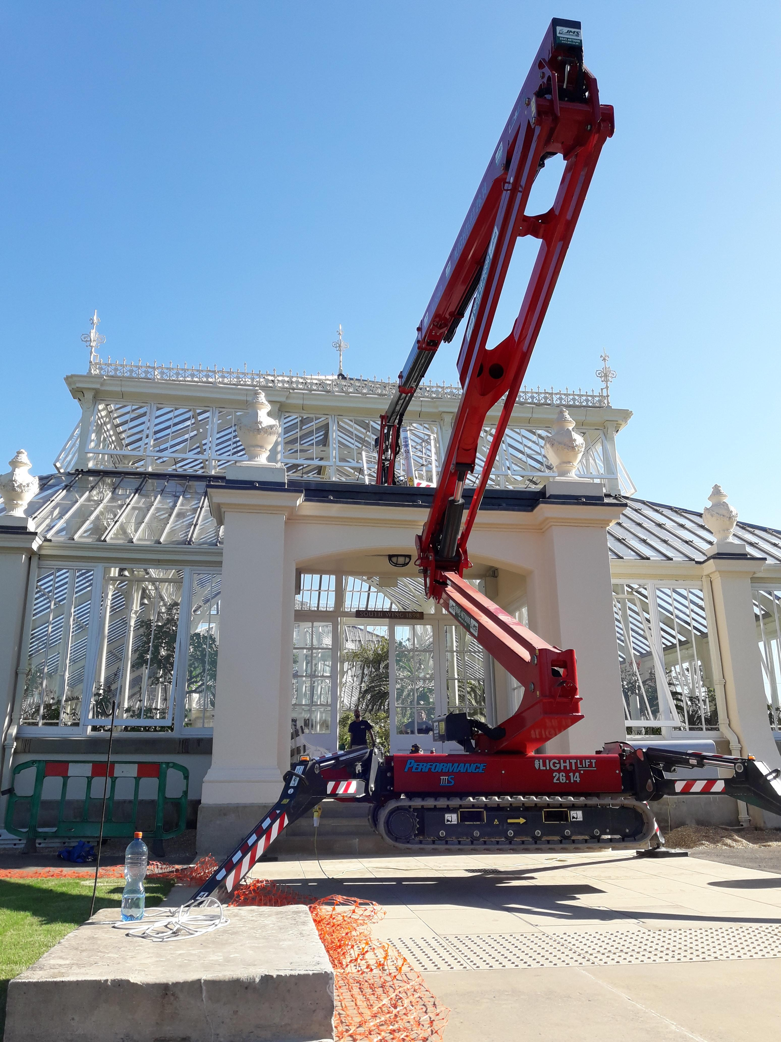 Hinowa Tracked Boom Enables Restoration of Iconic Glass House