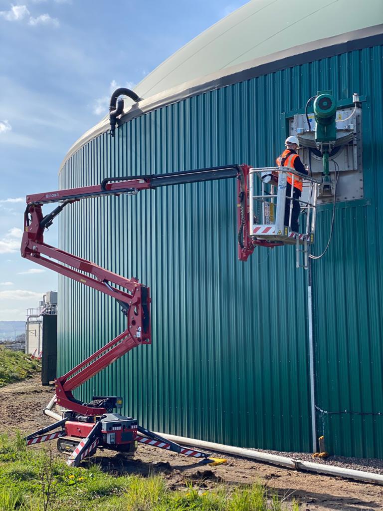 Hinowa gives biogas plant maintenance the perfect lift