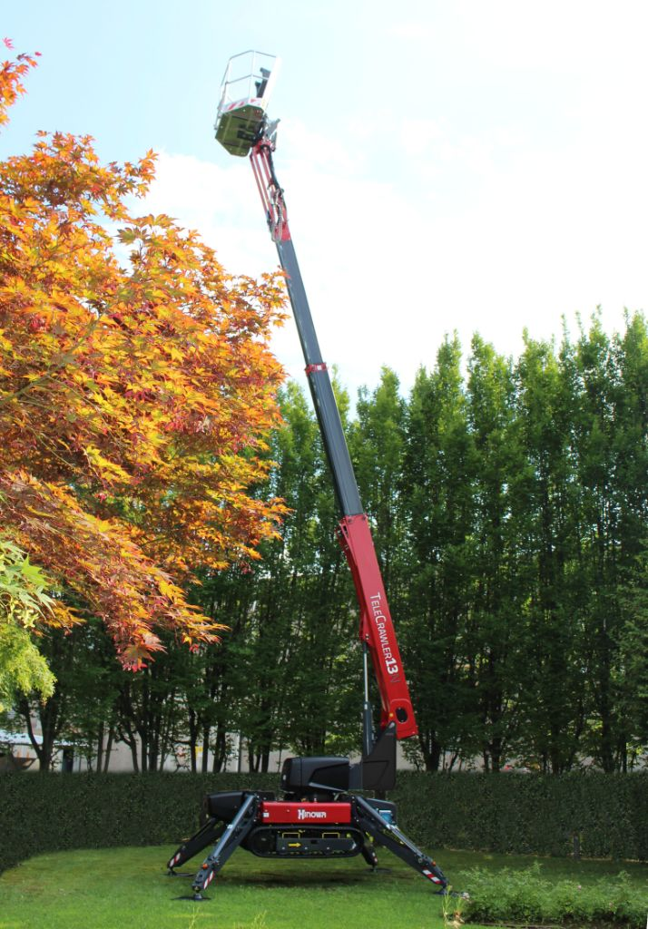 The Telecrawler13's telescopic boom delivers a maximum working height of 13m.